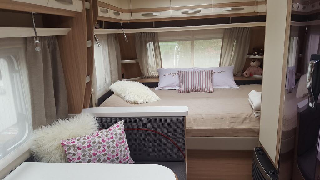 Wohnwagen Mit Etagenbett Und Französischem Bett : Fendt bianco selection skm der idealer familiengrundriss